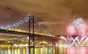2-fireworks-at-new-years-eve-in-lisbon-andre-goncalves__large